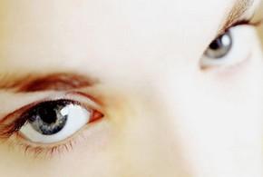 Женские глаза крупным планом