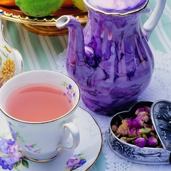 Чай в кружке и кувшин