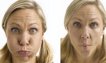 Два фото женщины с надутым и втянутым лицом