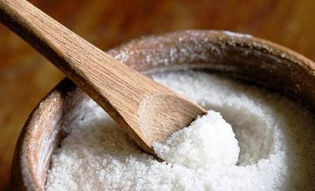 Миска с солью