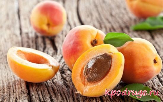 Несколько абрикосов