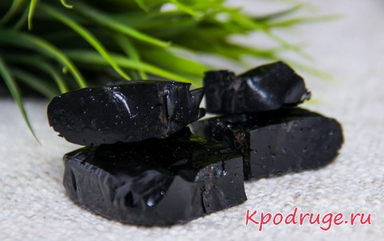 Вещество черного цвета для здоровья волос