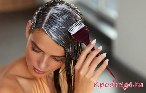 Маска на волосы наносится кистью
